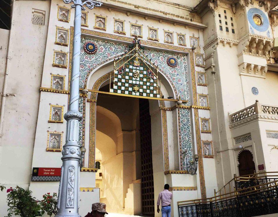 udaipur palace entrance