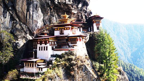 Trekking to monastery