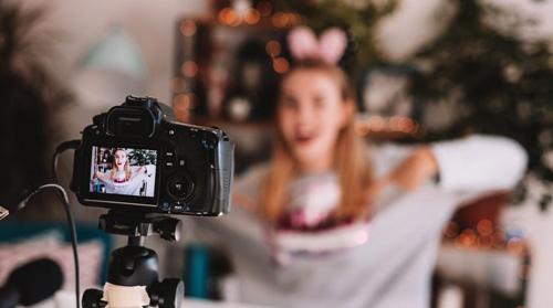 Blogger influencer vlogger